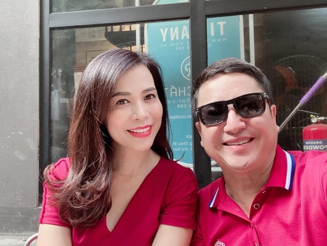 Nghe si Chi Trung hanh phuc ben ban gai xinh dep kem 17 tuoi-Hinh-10