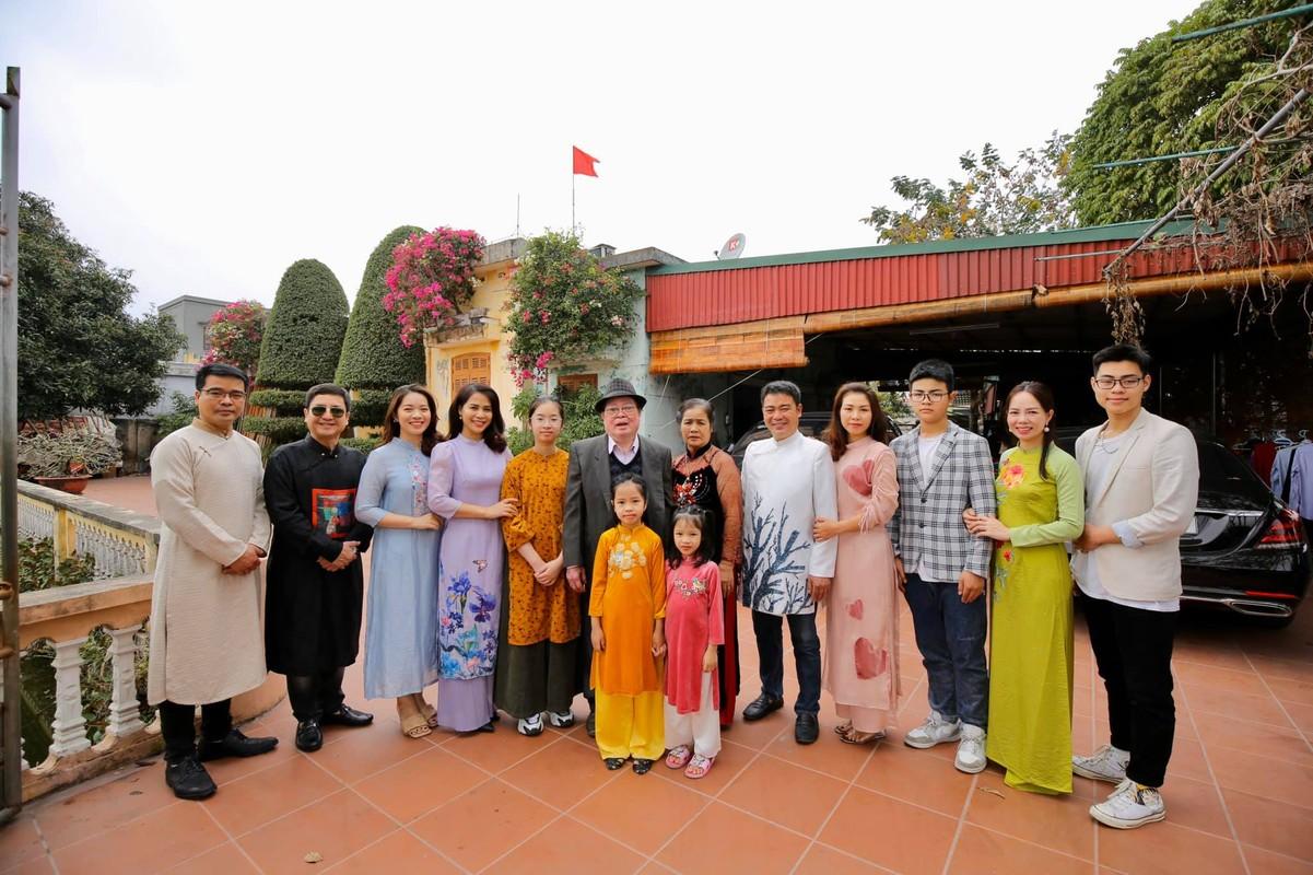 Nghe si Chi Trung hanh phuc ben ban gai xinh dep kem 17 tuoi-Hinh-3