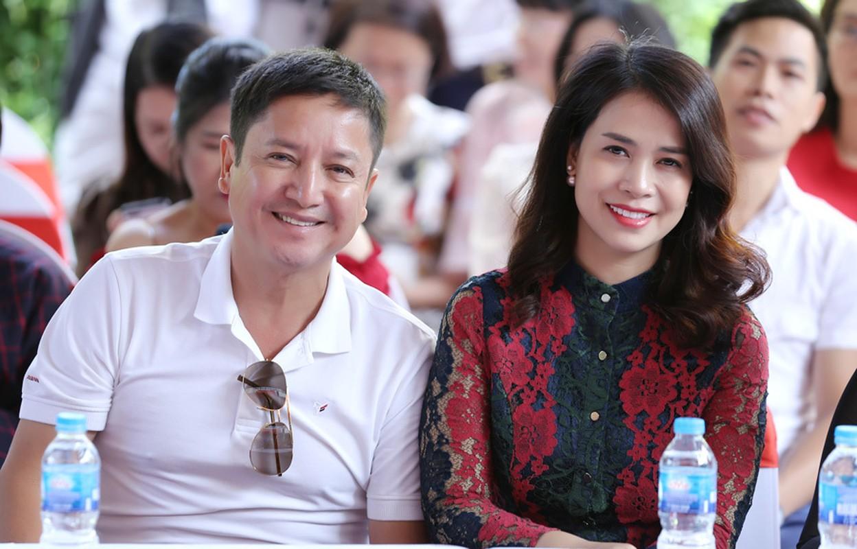 Nghe si Chi Trung hanh phuc ben ban gai xinh dep kem 17 tuoi-Hinh-6