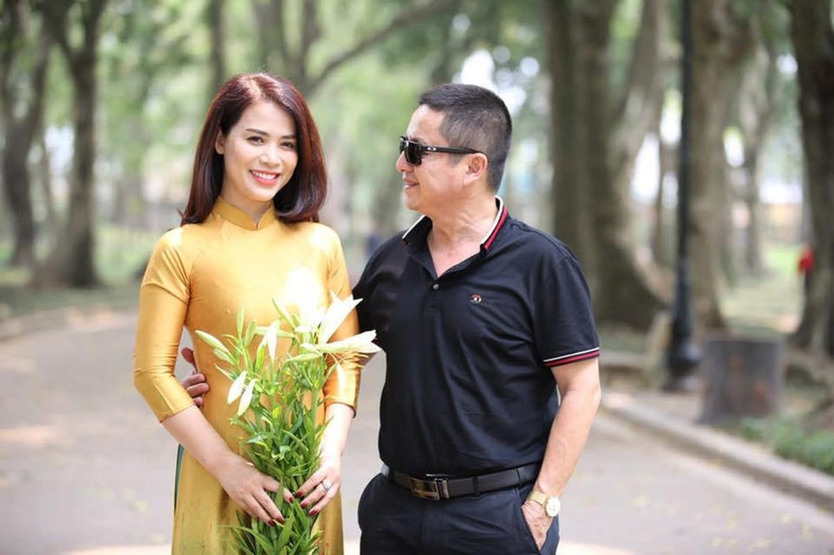 Nghe si Chi Trung hanh phuc ben ban gai xinh dep kem 17 tuoi-Hinh-9