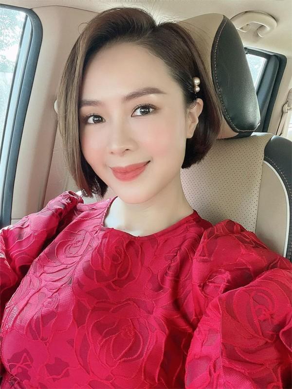 """Hong Diem """"Huong duong nguoc nang"""" tre xinh phat hon o tuoi U40-Hinh-2"""