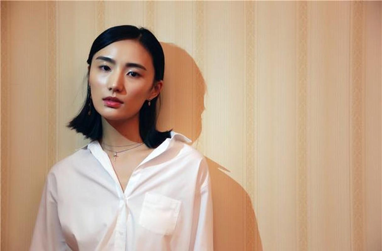 Ban gai kem 19 tuoi cua Ly A Bang xinh nhu hoa hau-Hinh-6