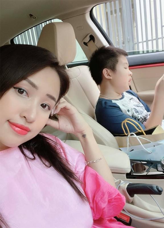 """Hanh phuc tron day cua """"me don than"""" hot nhat Vbiz Van Hugo-Hinh-10"""