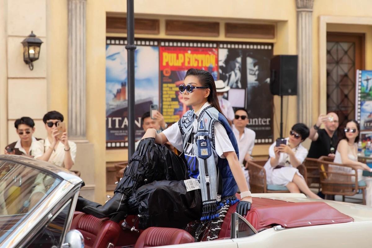 Thanh Hang catwalk than thai dinh cao voi doi chan dai 1,12m-Hinh-9