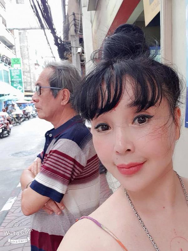 "Len chuc ba, NSND Lan Huong ""Em be Ha Noi"" van tre trung, ""xi-tin""-Hinh-7"