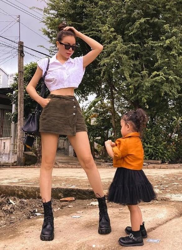 Ve goi cam cua my nu co vong ba 117cm khung nhat showbiz Viet-Hinh-8