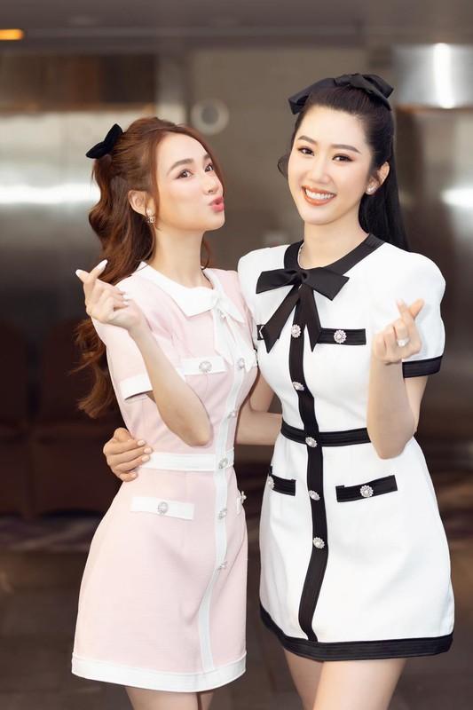"Nha Phuong ""lo"" eo be xiu den kho tin, co soan ngoi Ngoc Trinh?"