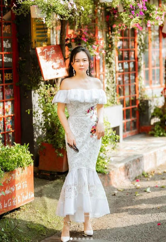 Phuong Chanel chuong vay ao tre vai, khoe ve goi cam hut mat