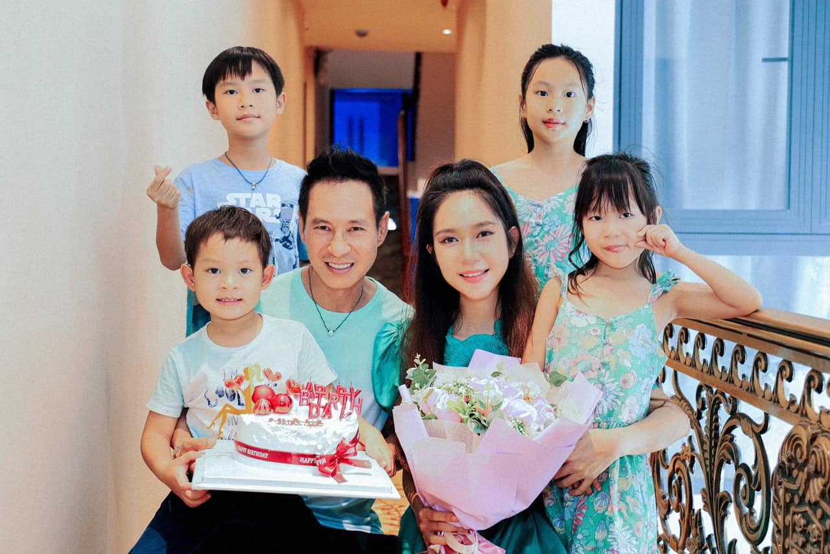 Vo Ly Hai khoe eo thon, dang nuot sau 4 lan sinh no-Hinh-2