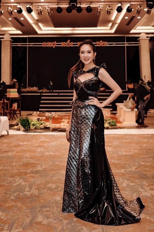 Vo Ly Hai khoe eo thon, dang nuot sau 4 lan sinh no-Hinh-6