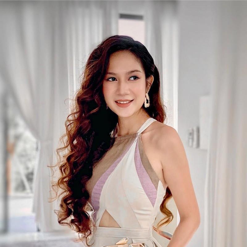 Vo Ly Hai khoe eo thon, dang nuot sau 4 lan sinh no