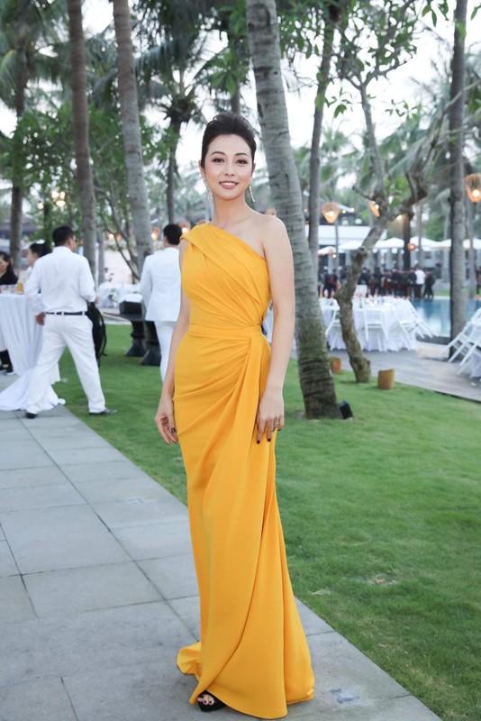 """""""Hoa hau 4 con"""" Jennifer Pham khoe than hinh dong ho cat qua guong-Hinh-3"""