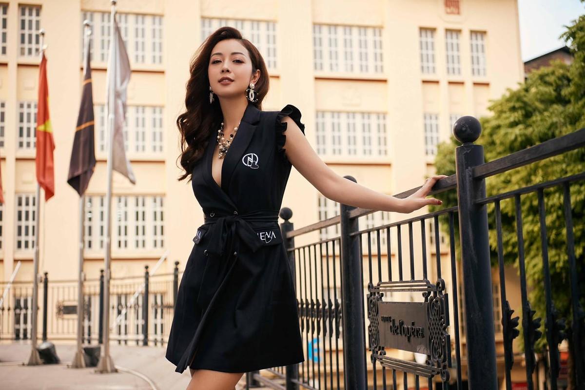 """""""Hoa hau 4 con"""" Jennifer Pham khoe than hinh dong ho cat qua guong-Hinh-6"""