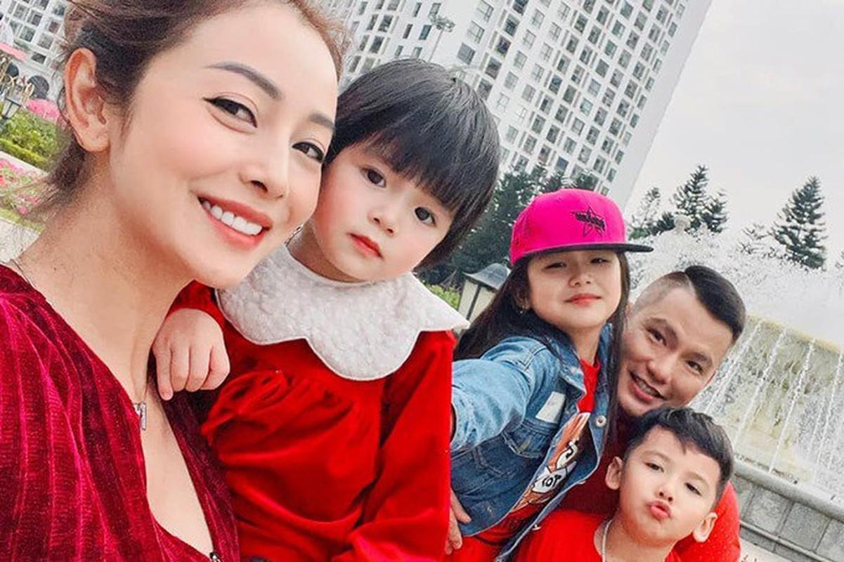 """""""Hoa hau 4 con"""" Jennifer Pham khoe than hinh dong ho cat qua guong-Hinh-8"""