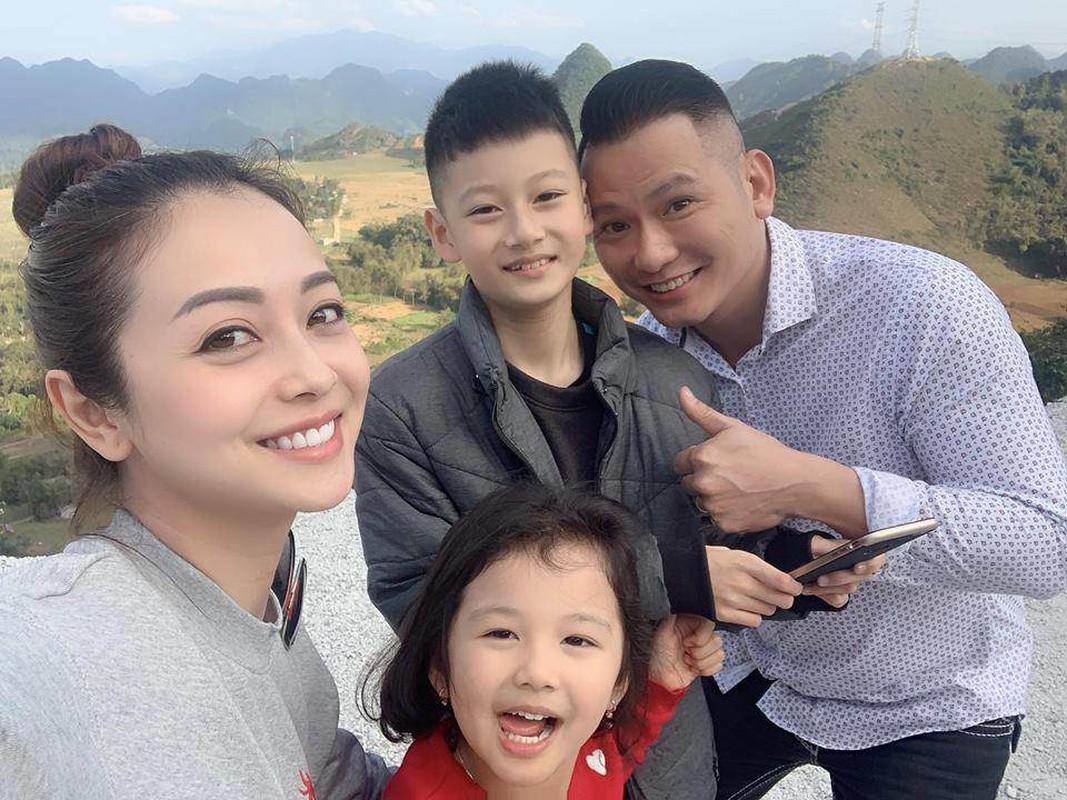 """""""Hoa hau 4 con"""" Jennifer Pham khoe than hinh dong ho cat qua guong-Hinh-9"""