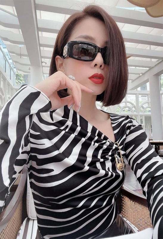 Le Quyen sexy, muot mat the nay bao sao tinh tre si me-Hinh-10