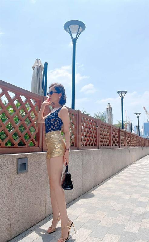 Le Quyen sexy, muot mat the nay bao sao tinh tre si me-Hinh-9