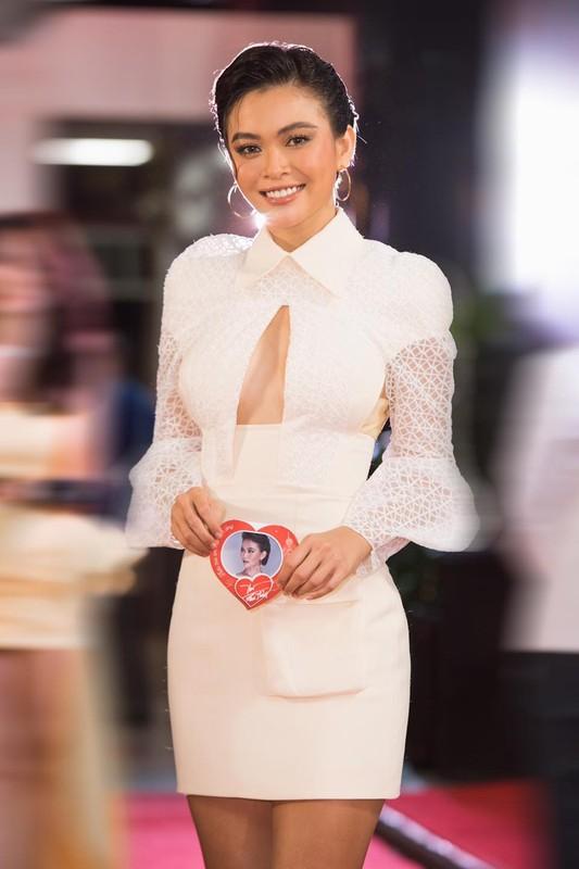 "Het hon trang phuc hiem hoc cua Mau Thuy, khong kheo ""toang"" ngay-Hinh-6"