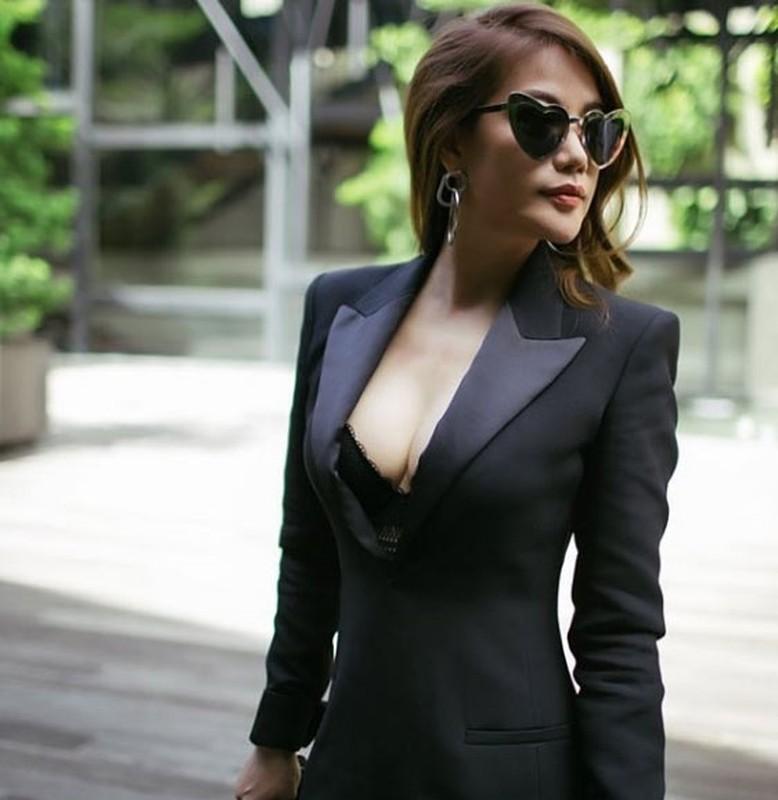 Thoi trang khoe body goi cam cua Truong Ngoc Anh-Hinh-4