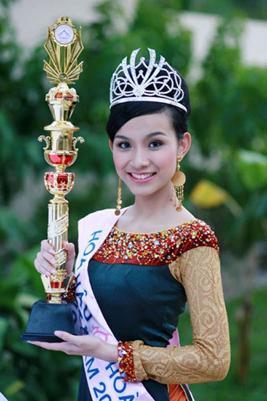 My nhan dau tien dang quang Hoa hau Hoan vu Viet Nam gio ra sao?-Hinh-10