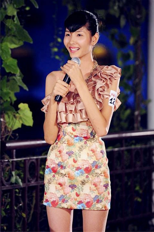 Hoang Thuy: Tu nguoi mau gay go toi Top 20 Miss Universe 2019