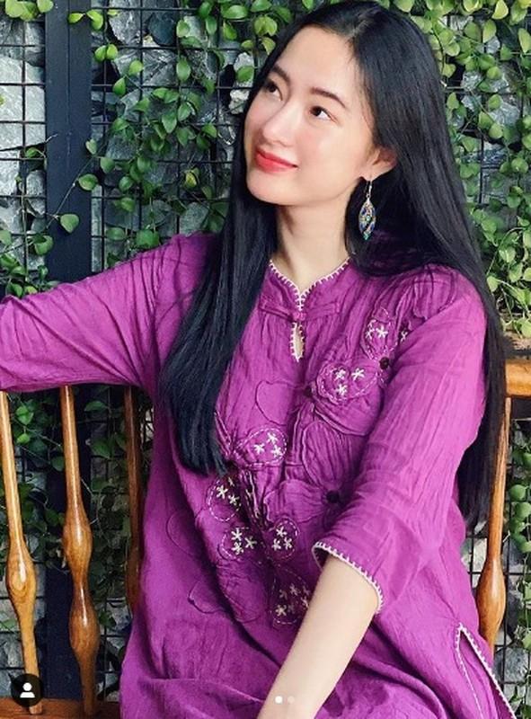 Angela Phuong Trinh mac kin nhu bung van dep goi cam