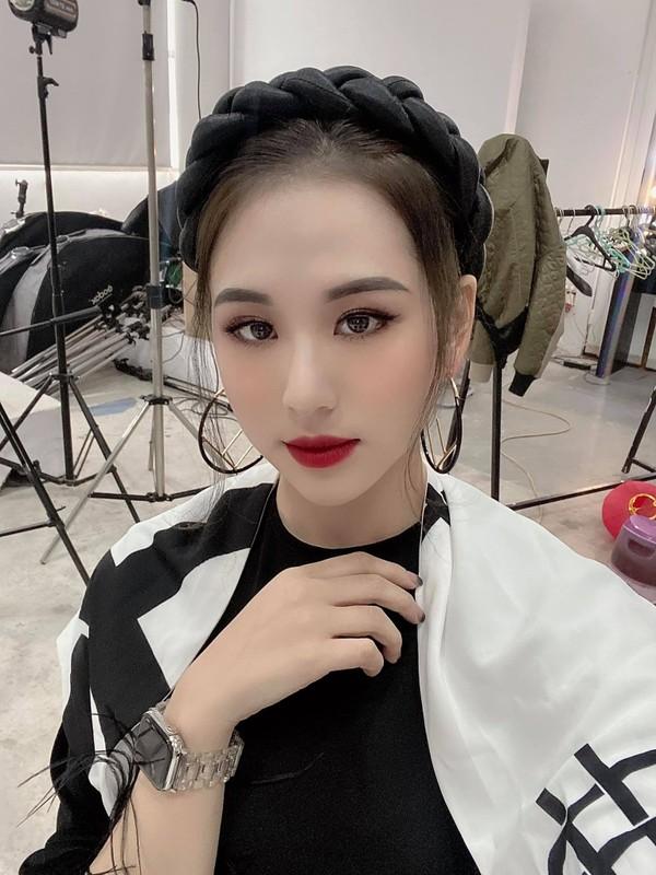Nhan sac ban gai moi kem 10 tuoi cua Vu Duy Khanh-Hinh-5