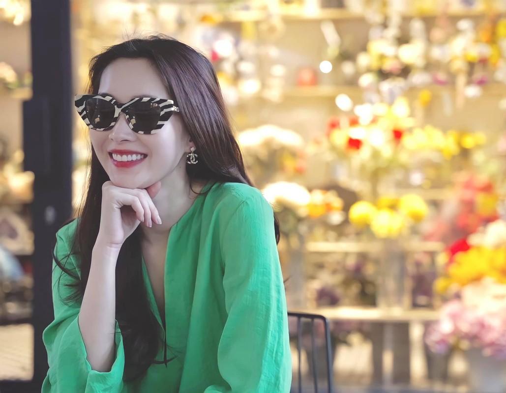 Hoa hau Dang Thu Thao dang anh hanh phuc chuc mung sinh nhat chong-Hinh-7