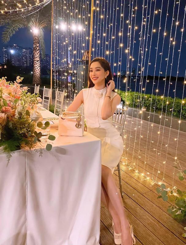 Hoa hau Dang Thu Thao dang anh hanh phuc chuc mung sinh nhat chong-Hinh-9