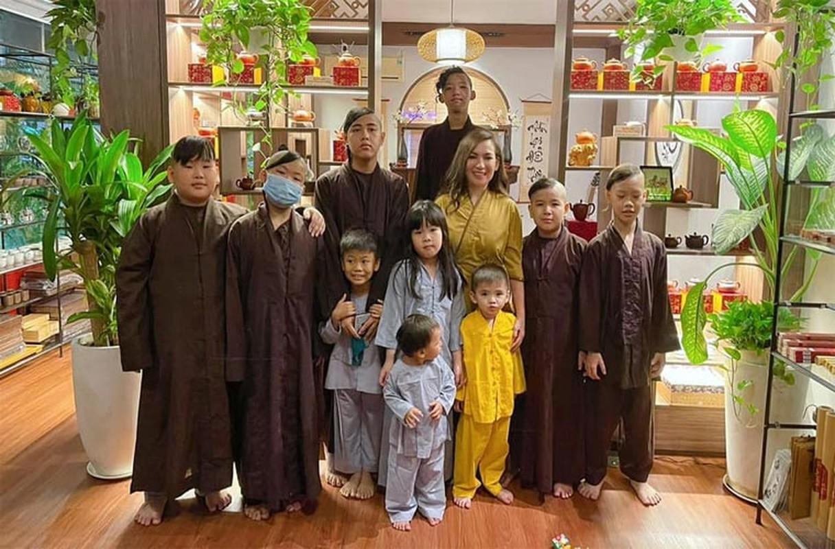 Anh than thiet cua Phi Nhung ben Ho Van Cuong va dan con nuoi-Hinh-2