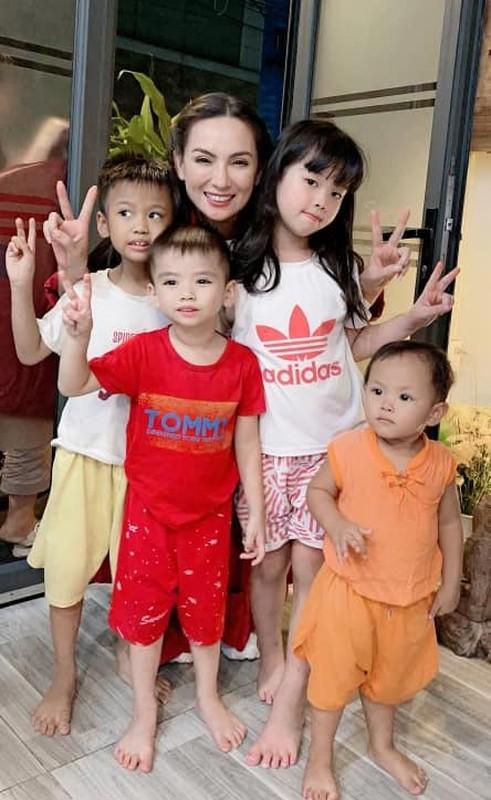 Anh than thiet cua Phi Nhung ben Ho Van Cuong va dan con nuoi-Hinh-4