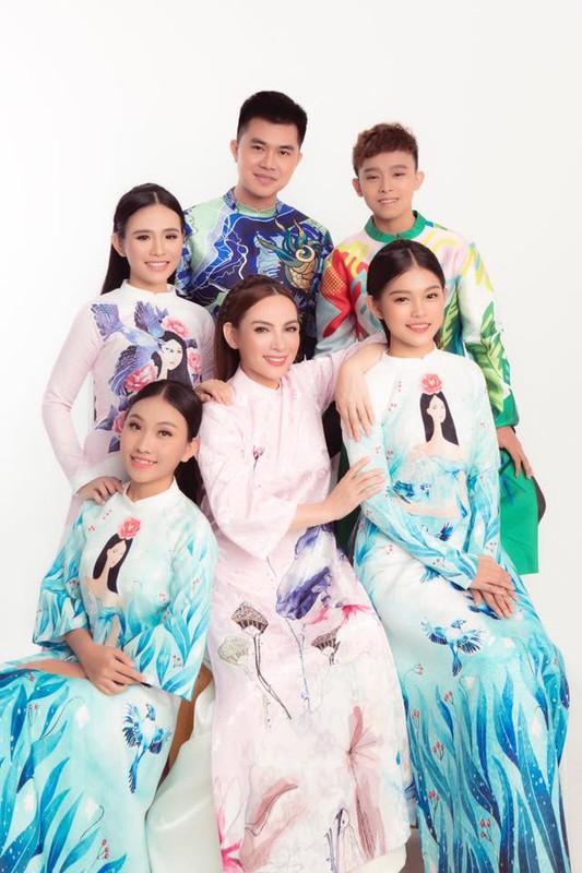 Anh than thiet cua Phi Nhung ben Ho Van Cuong va dan con nuoi-Hinh-5