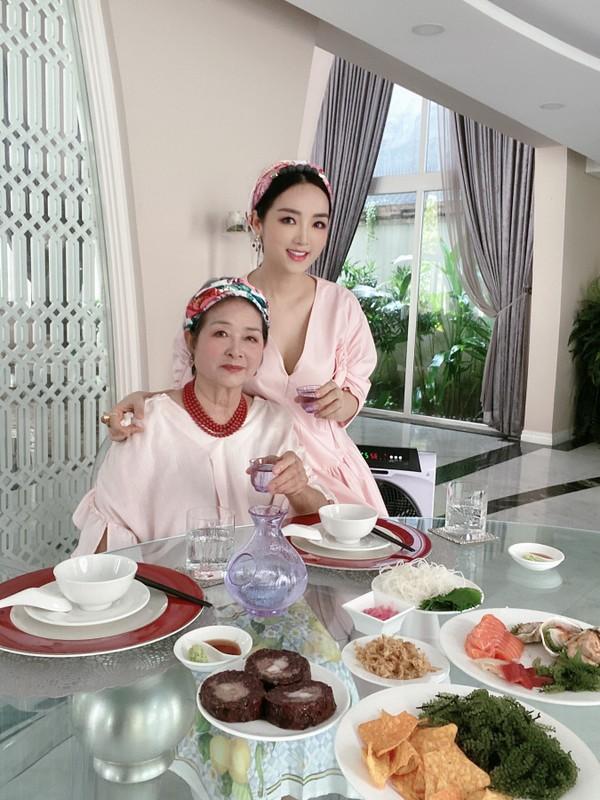 """O nha tranh dich, HH Giang My cung me U80 van dep """"than thai""""-Hinh-6"""