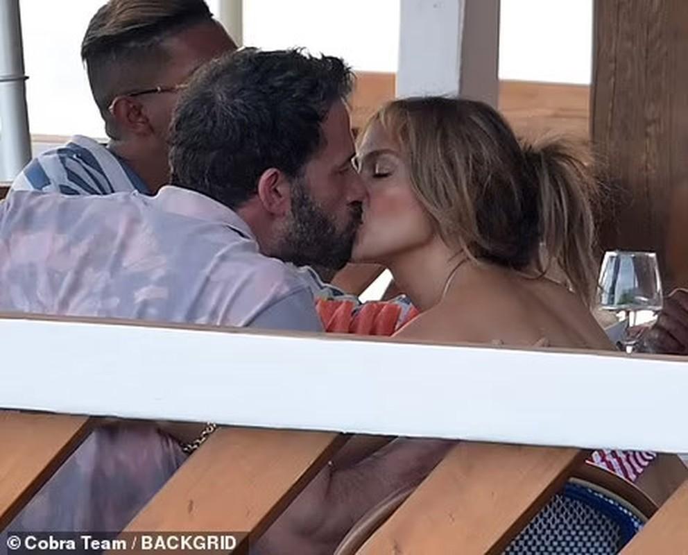 Jennifer Lopez quan quyt ben Ben Affleck dip sinh nhat 52 tuoi