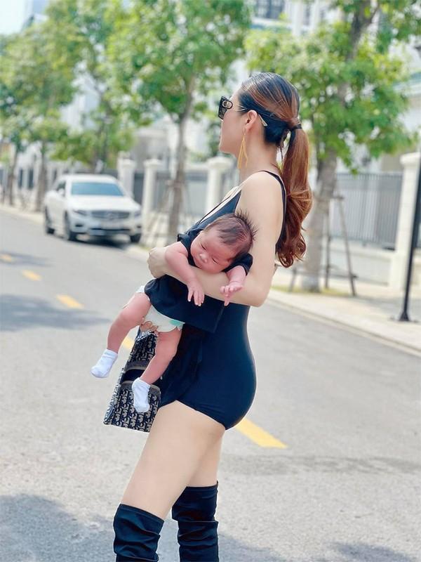 Que Van khoe dang nuot sau 1 thang sinh con trai thu ba-Hinh-4