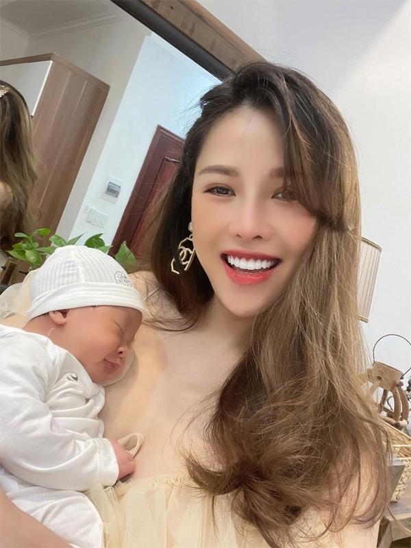 Que Van khoe dang nuot sau 1 thang sinh con trai thu ba-Hinh-9