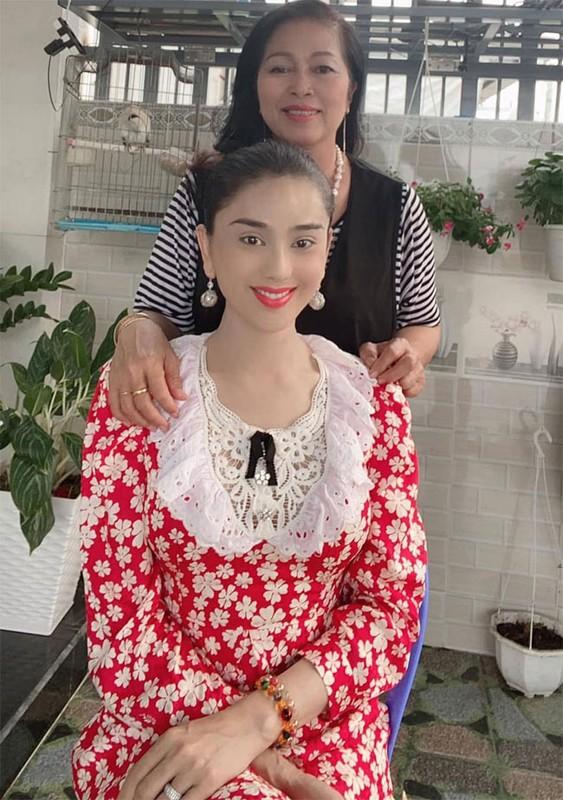 My nhan Viet di lam dau duoc bo me chong cung nhu con gai-Hinh-2