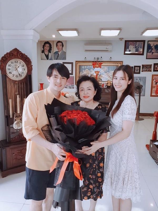 My nhan Viet di lam dau duoc bo me chong cung nhu con gai-Hinh-5