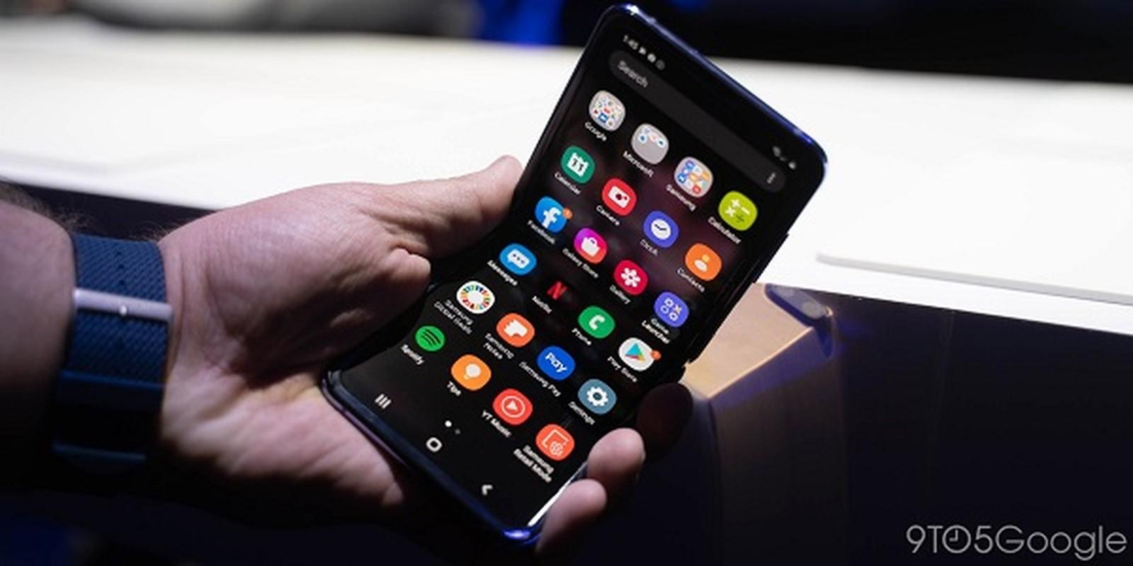 Galaxy Z Flip nut vo ngay lan gap mo dau tien: Nguyen do o dau?-Hinh-4