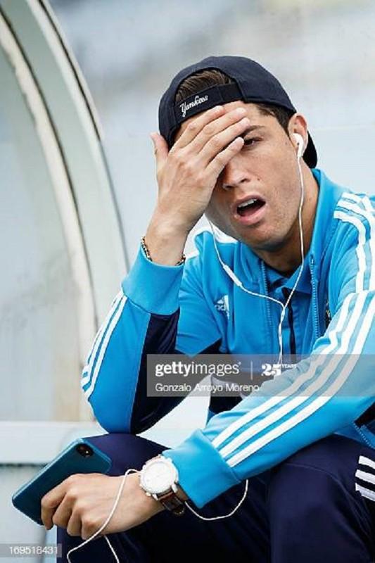 """Cristiano Ronaldo cach ly vi Covid-19, muon MXH gui """"tam thu"""" den fan-Hinh-10"""