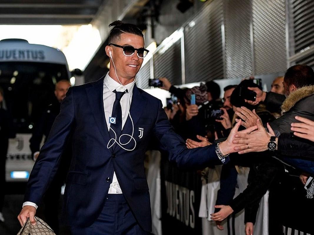 """Cristiano Ronaldo cach ly vi Covid-19, muon MXH gui """"tam thu"""" den fan-Hinh-11"""