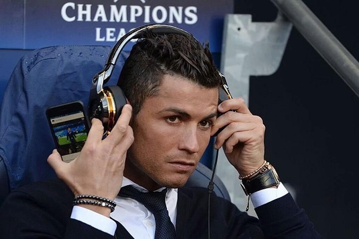 """Cristiano Ronaldo cach ly vi Covid-19, muon MXH gui """"tam thu"""" den fan-Hinh-7"""