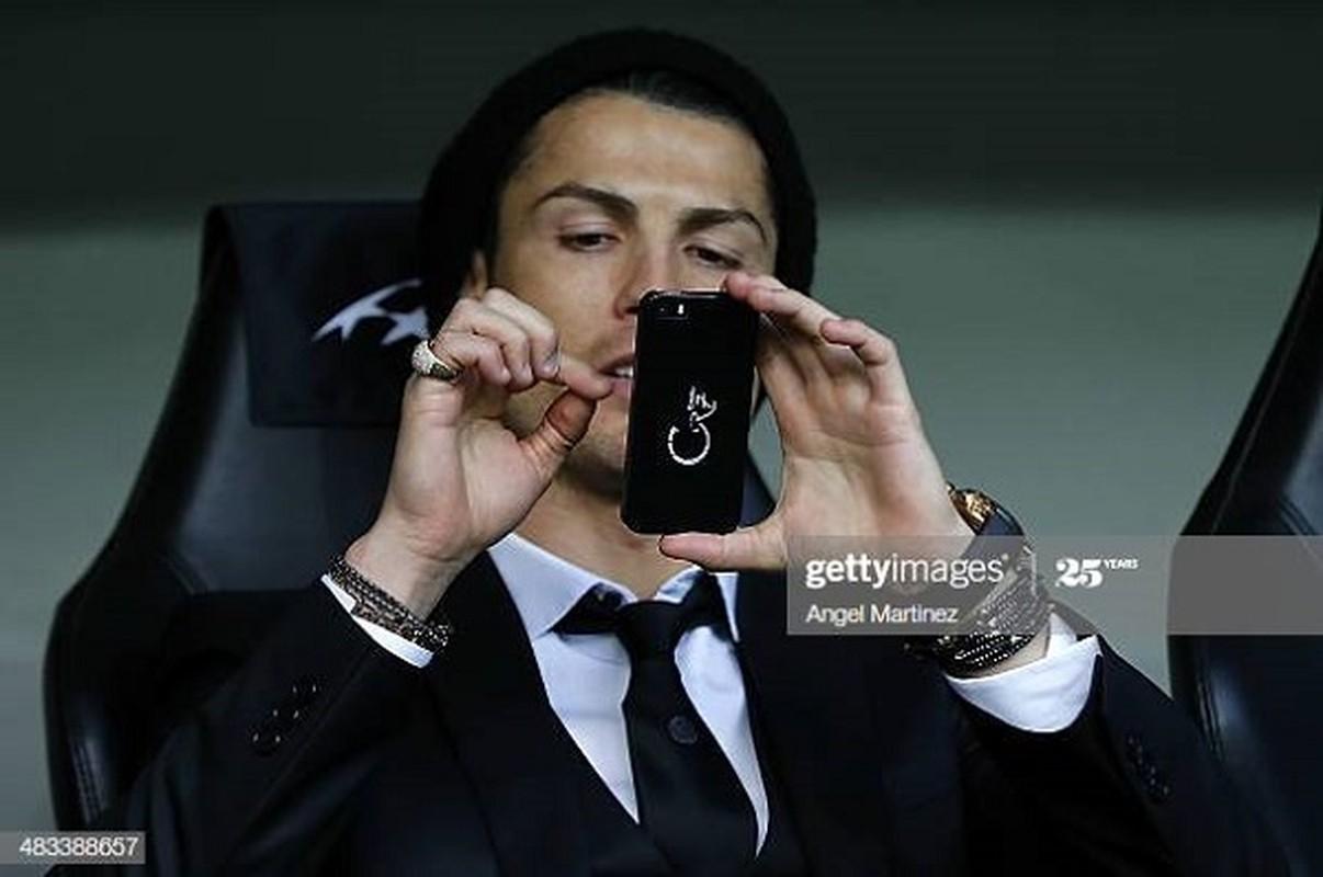 """Cristiano Ronaldo cach ly vi Covid-19, muon MXH gui """"tam thu"""" den fan-Hinh-9"""