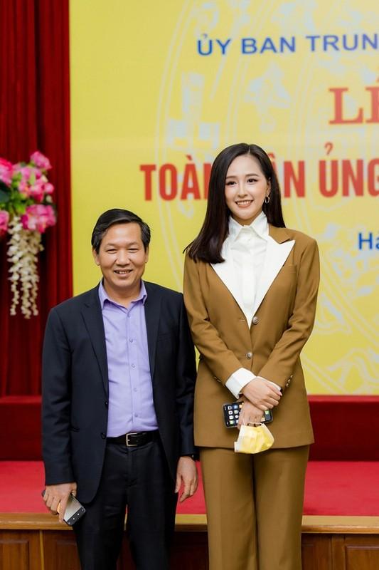 Mai Phuong Thuy lo dien thoai hot tai hop bao chong Covid-19-Hinh-2