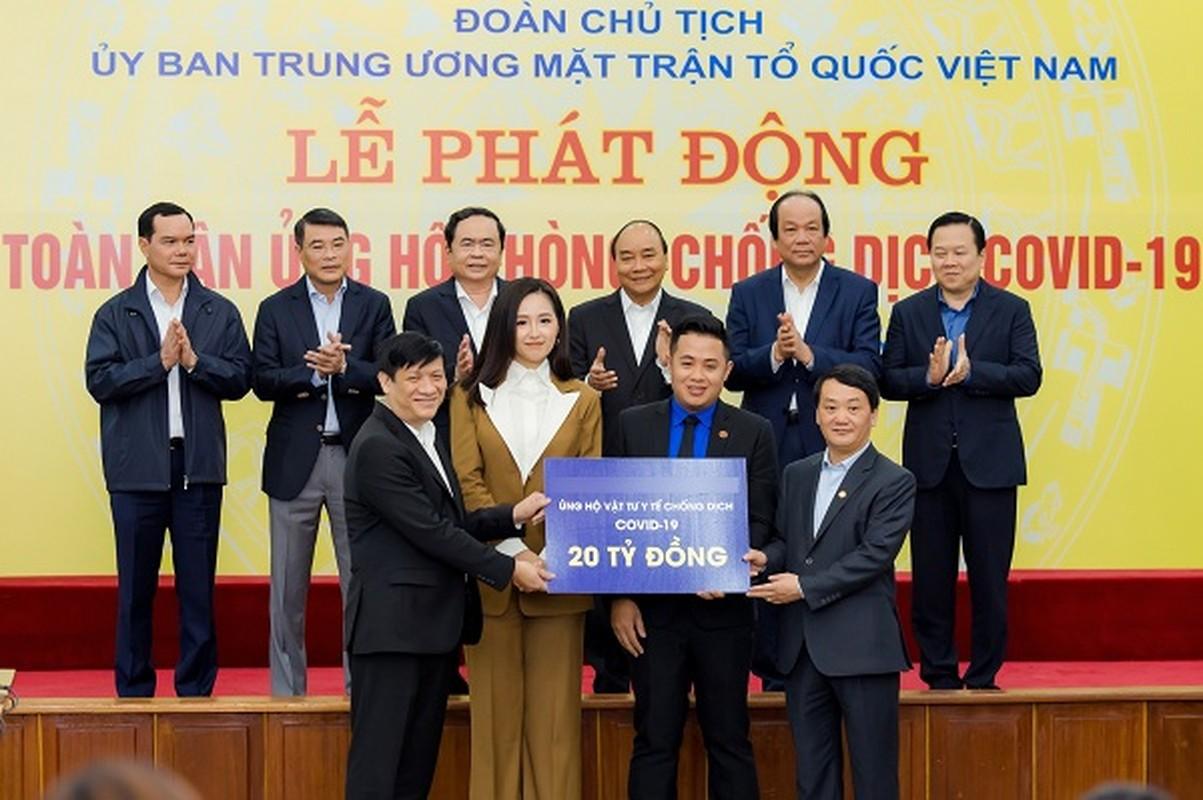Mai Phuong Thuy lo dien thoai hot tai hop bao chong Covid-19