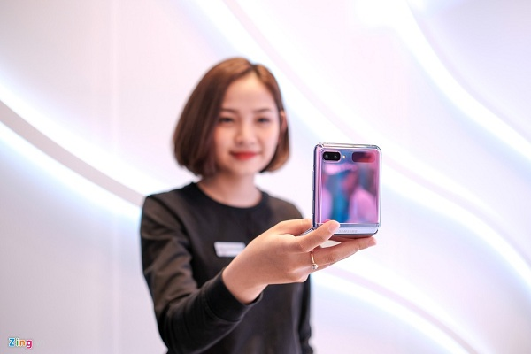 Hot reviewer Phuong Anh Payo goi y phoi do an tuong cung Galaxy Z Flip-Hinh-2