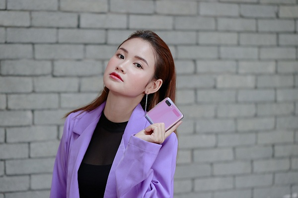 Hot reviewer Phuong Anh Payo goi y phoi do an tuong cung Galaxy Z Flip-Hinh-3