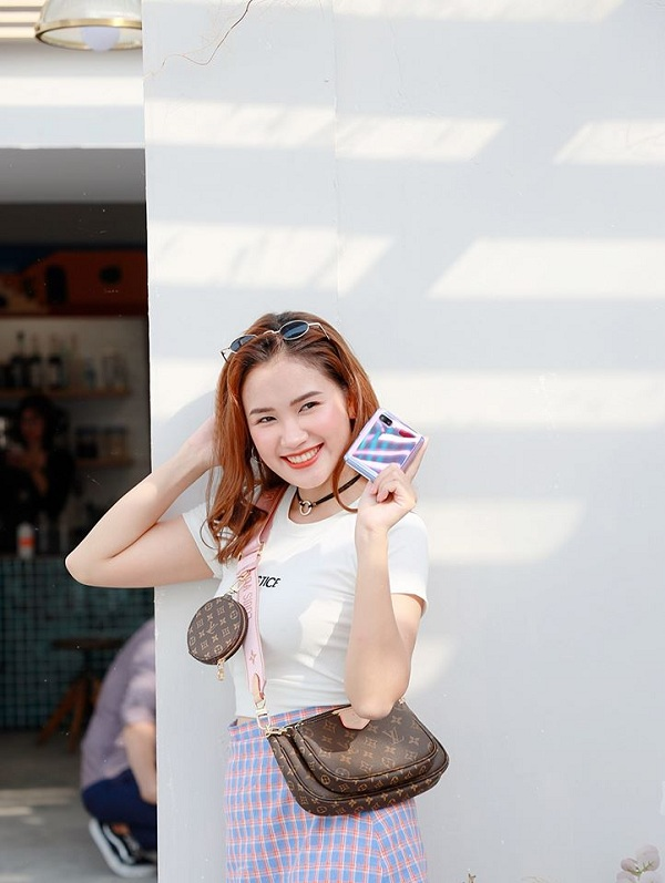 Hot reviewer Phuong Anh Payo goi y phoi do an tuong cung Galaxy Z Flip-Hinh-4