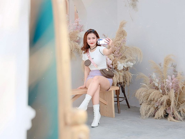 Hot reviewer Phuong Anh Payo goi y phoi do an tuong cung Galaxy Z Flip-Hinh-8