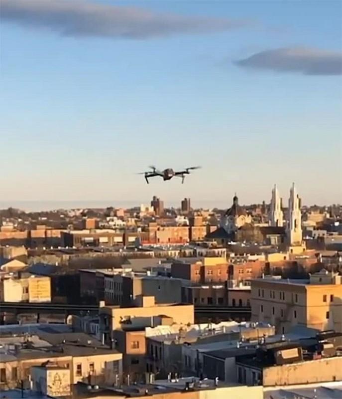 Diem sang Covid-19: Drone ket noi moi tinh trong trai cach ly-Hinh-5